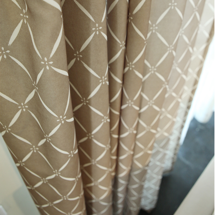 Graceful Brown Square Poly/Artificial Fiber Blend Thermal Curtains